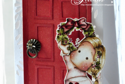 Decorate the wreath on the door